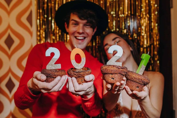 Healthy (and Pandemic Friendly) New Year's Resolutions for Couples